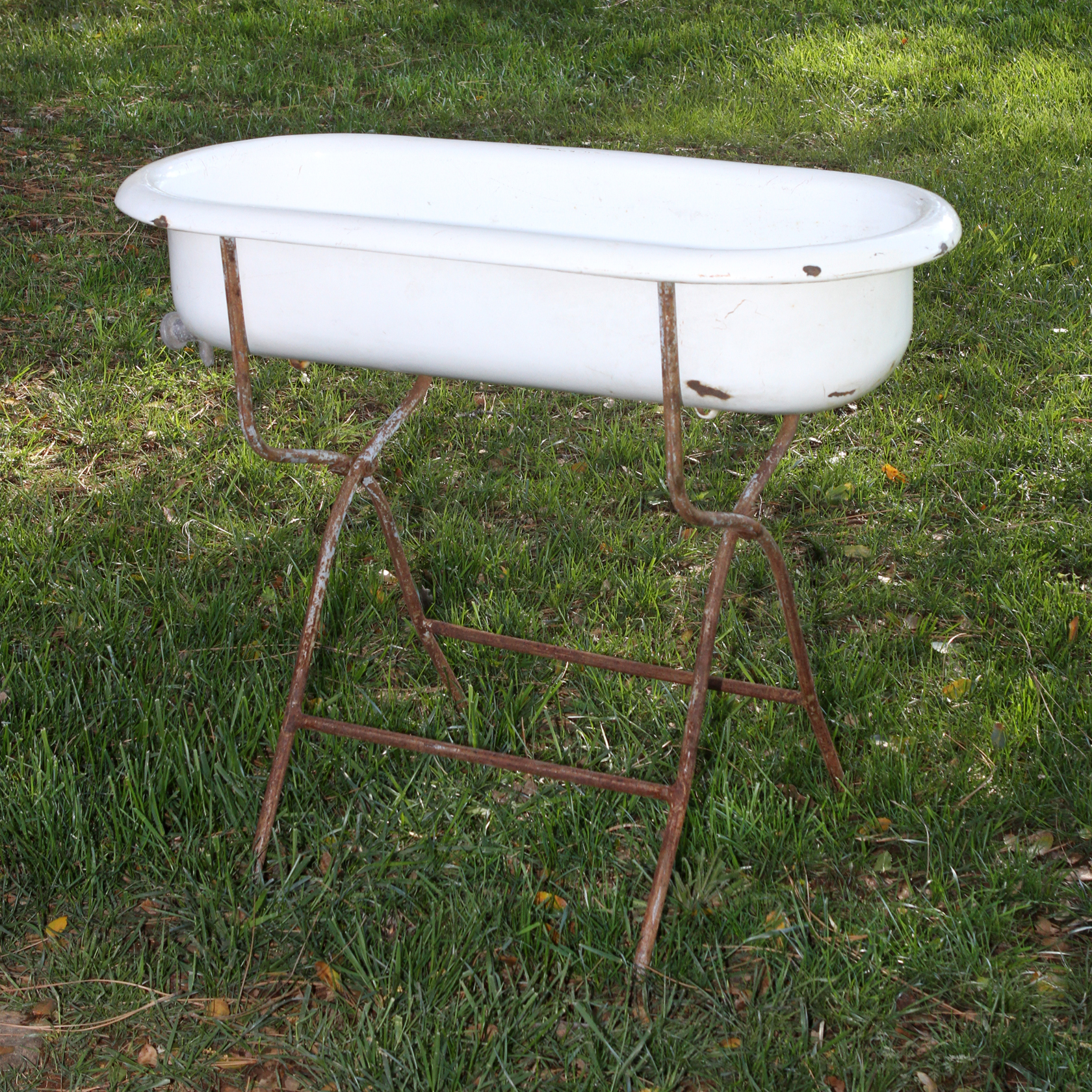 Beverage Holder-Baby Bath with Stand - Forever Vintage Rentals
